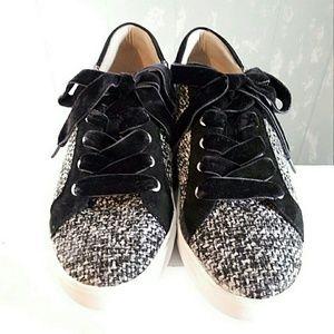Naturalizer Sneakers 🔥 Black Velvet Ties 10